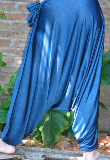 Babucha chiripá en seda fría estampada.