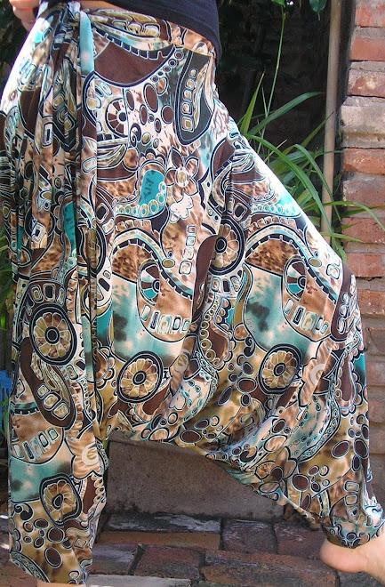 Babucha chiripá con lazo en seda fría estampada.