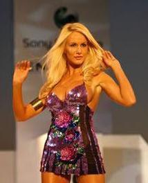foto de luciana salazar, modelo argentina, en desfile de 2009
