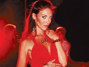agustina attias, hermosa de rojo