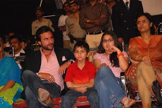 عائله سيف علي خان  Saif+and+children