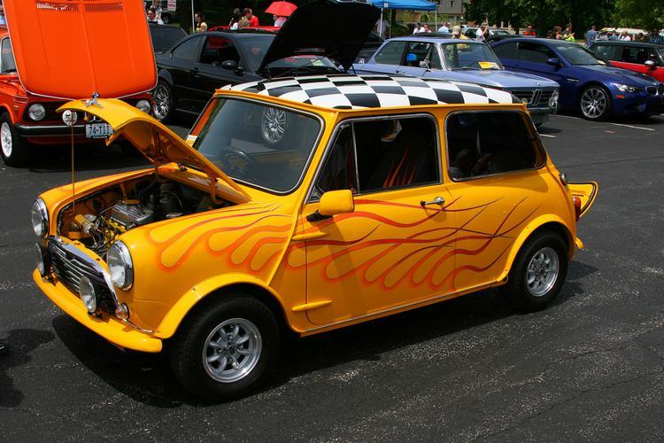 the history of the mini cooper classic cars mini cooper classic cars. Black Bedroom Furniture Sets. Home Design Ideas