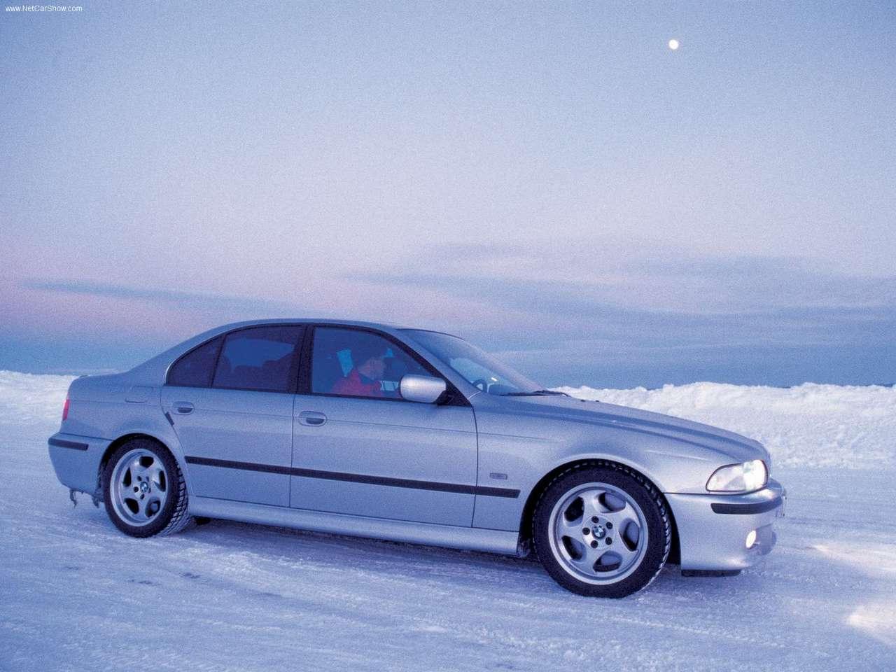 http://4.bp.blogspot.com/_xhqjRo6NERQ/S68mBRuh76I/AAAAAAAAGdU/EuEgmMvoA30/s1600/BMW-M5_2001_1280x960_wallpaper_05.jpg