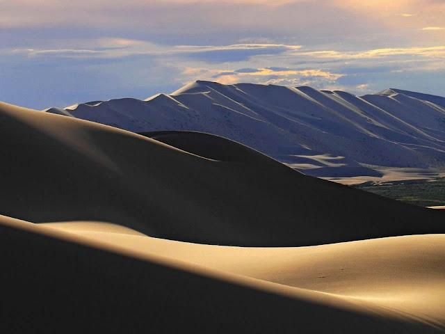 Mongolia Desert Wallpaper