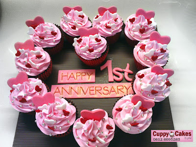 My colourfull kitchen: intans cupcakes for her 1st anniversary
