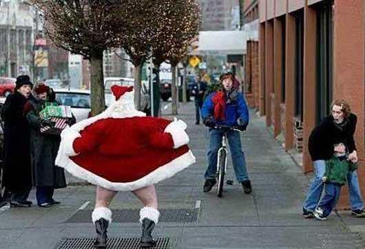 http://4.bp.blogspot.com/_xlbLyiM2I_g/TRWdAVDhz-I/AAAAAAAAAN0/f_WuDy-617U/s1600/Crazy-Santa-1.jpg