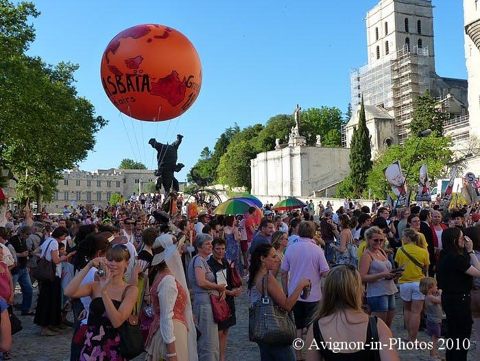 Avignon in photos la parade du off for Ouverture castorama avignon