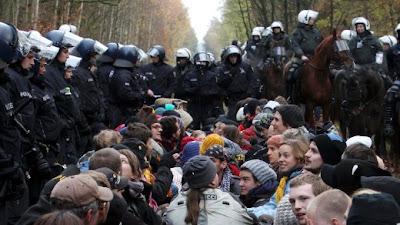http://4.bp.blogspot.com/_xpULVpYJ2Cc/TNbYJjr1dGI/AAAAAAAABl4/HJBAQ55fFAU/s1600/castor_blockade.jpg