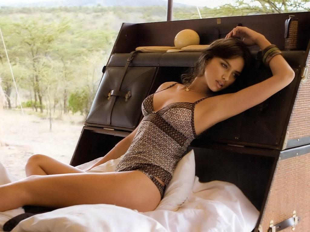 http://4.bp.blogspot.com/_xq8xg3ITk5M/TOQt4TYcZbI/AAAAAAAAAKQ/iQLqE9KDmDE/S1600-R/Irina_Shayk2.jpg