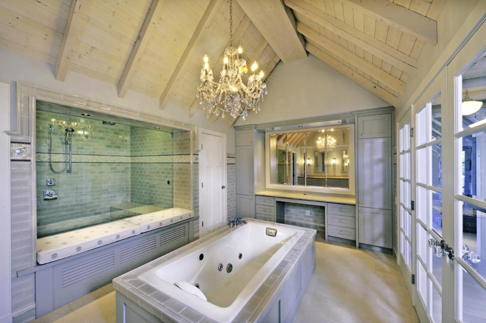 D cor de provence a unique and beautiful lake house - Lake house bathroom ideas ...