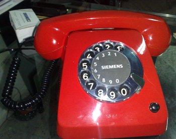 http://4.bp.blogspot.com/_xrWxhaH_Ks8/TQ-SiIT8tOI/AAAAAAAAB5Y/ro-18w0M44M/s1600/telefone_vermelho_de_disco_foto-evilasiojr.jpg