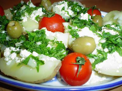 Kuvani krompir sa sirom i prelivom od belog luka DSC03127
