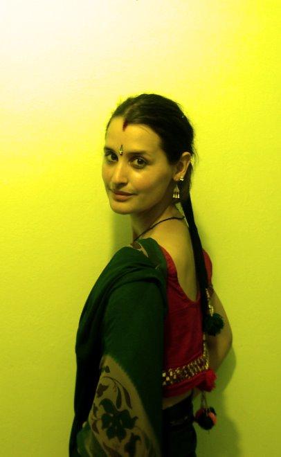 en sari regalado por la mujer del profesor de tabla de jaime