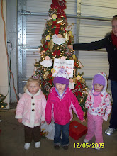 Bree, Adyson & Finlee in front of PDO tree downtown