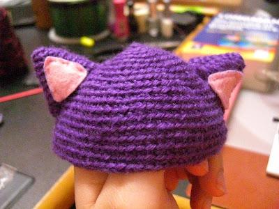 Orejas de gato con gorro hecho de ganchillo