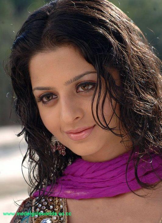 http://4.bp.blogspot.com/_y-SPVyDlvrk/TQ5eR1t4mxI/AAAAAAAACGo/rmlHUtMRX8Y/s1600/Vedhika+Hot+Stills+%252813%2529.jpg