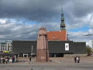 Latvian Riflemen statue and Occupation Museum