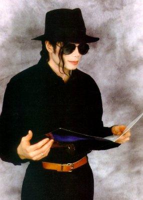 [Michael_Jackson_in_California_(21-04-1998).jpg]