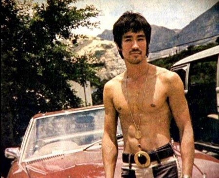 http://4.bp.blogspot.com/_y4ZhOGSf9lA/SKugf-5rpGI/AAAAAAAAAFk/GKDutkoZebw/S490/Bruce-Lee-Photo-2.jpg