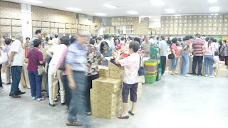 view of buyers buying at Taiwan snack Warehouse