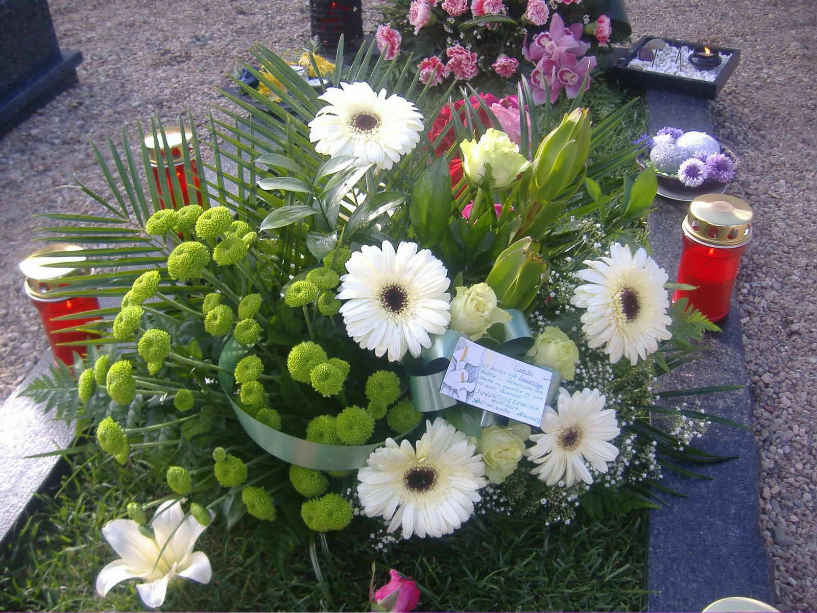 Imagens De Arranjos De Flores Naturais Para Cemiterio - Arranjo, De, Flores Imagens gratis no Pixabay