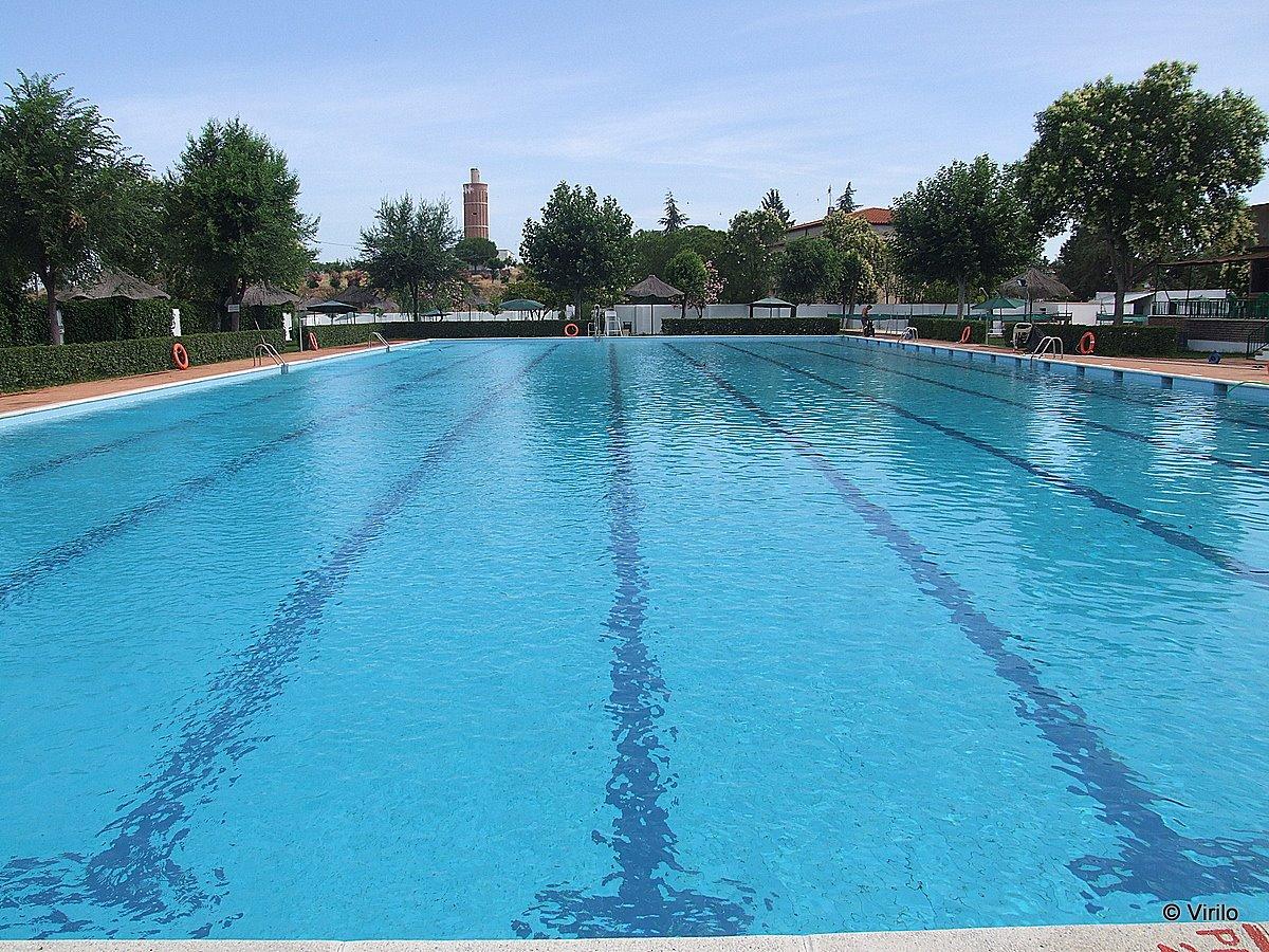 Guare a virilo la piscina municipal abrir sus puertas for Tirarse a la piscina
