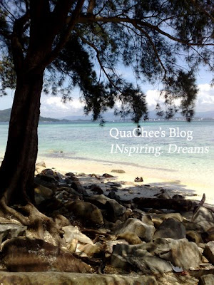 manukan island beach rocks