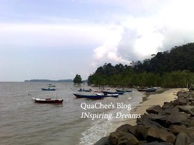 kuching kampung fisherman boat