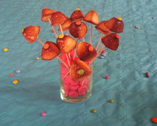 100 gourmande g teau d 39 annivesaire pikatchu de pok mon et cuill res gourmandes - Bienfait des fraises ...