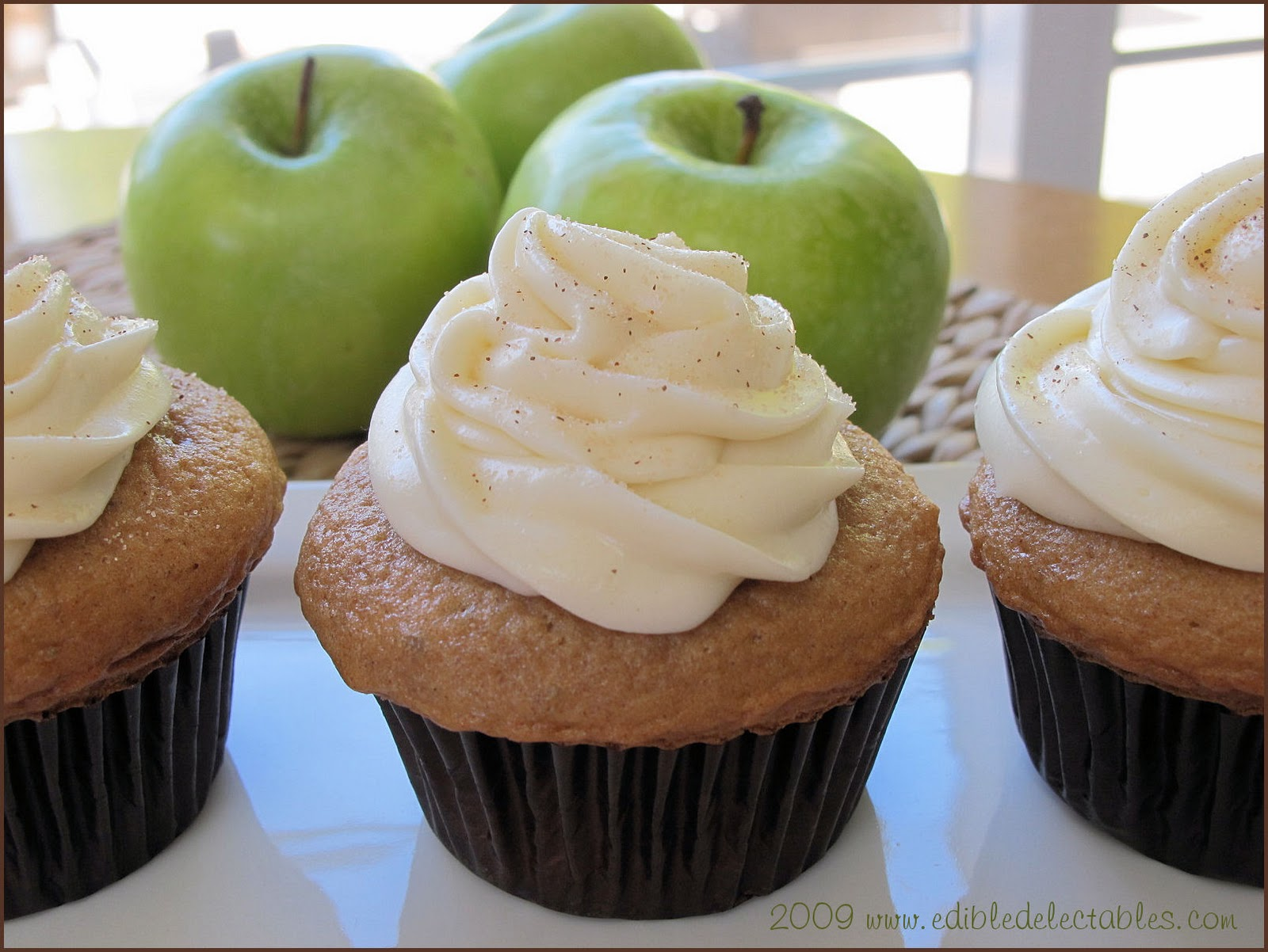 Edible Delectables: Spiced Apple Cupcakes