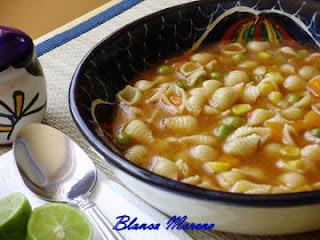 sopa de conchitas con verdura