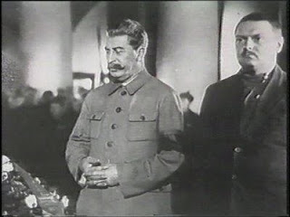 Doctrine Jdanov et Kominform. dans guerre froide / relations internationales Stalin+Jdanov+-+inmormantare+Kirov+1934