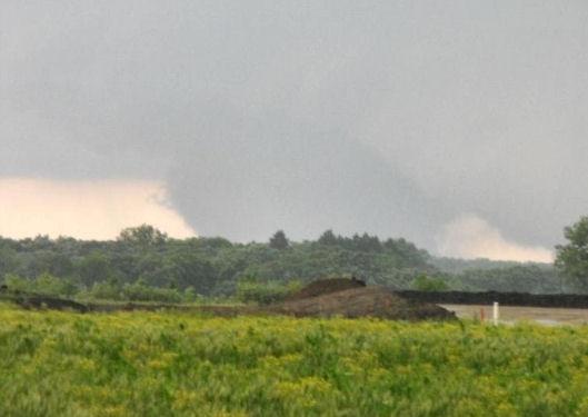 tornado pics 2010. large tornado was reported