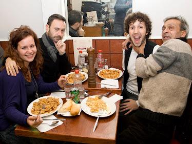 Imposible comer con esta gente