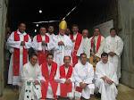 + Monseñor Gonzalo y su clero.