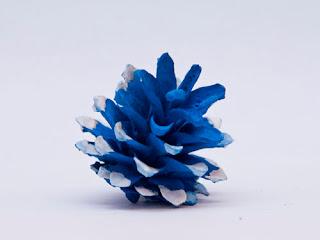 Игрушка на елку своими руками из шишек