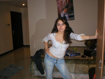 Single Lebanon girl Alvena Picture in Jeans and T Shirts ·