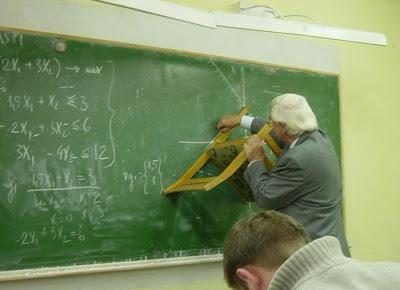 http://4.bp.blogspot.com/_yOHoM2CSXMQ/SHehuUelXkI/AAAAAAAACj8/8tNV613wyus/s400/profesor+linglung.jpg