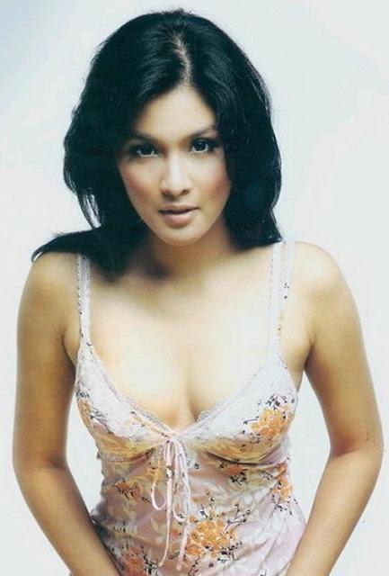 19.Sandra+Dewi Kumpulan Foto Payudara Montok Artis Indonesia