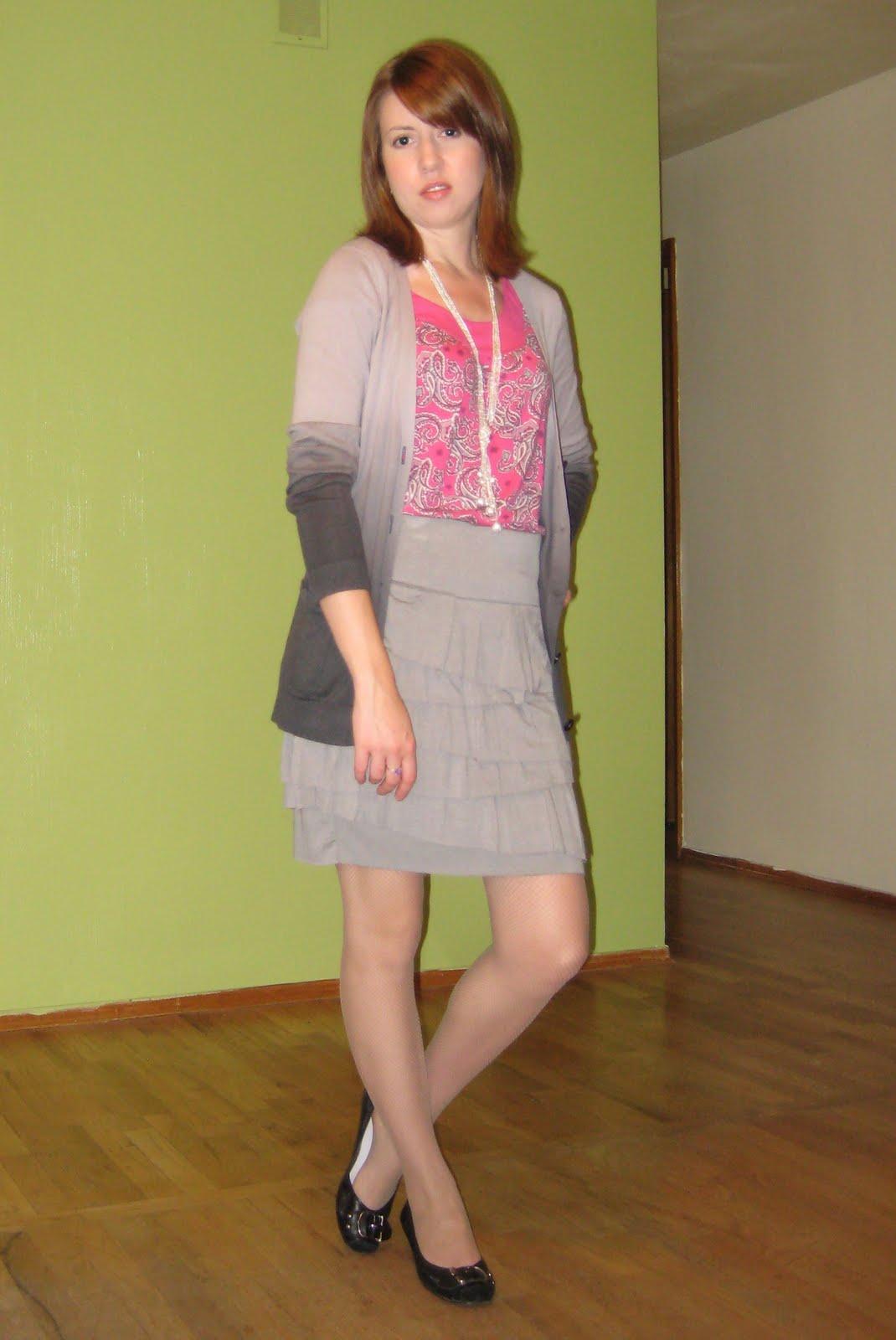 http://4.bp.blogspot.com/_yQe8-vpS_jk/TI0P5u9CMlI/AAAAAAAACxk/d-F4WHap07A/s1600/gray_ruffle_skirt+%288%29.JPG