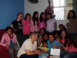 Carisma do Amor Divino presente no Lar São José com as meninas adoscentes