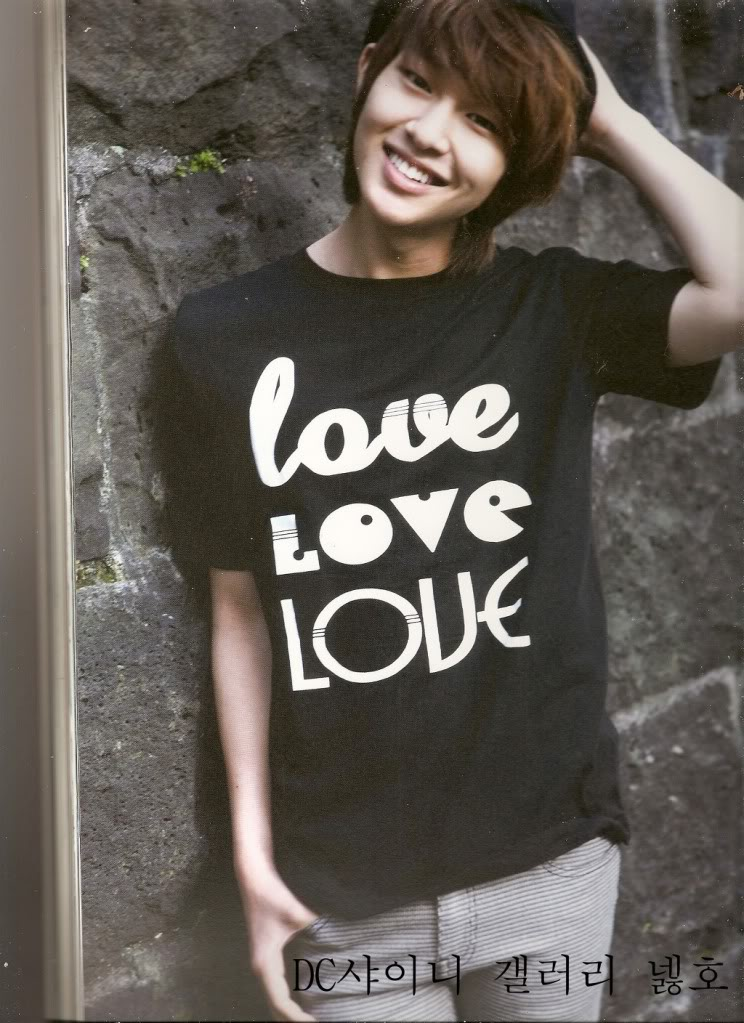 Onew... Leader de los nenes brillositos Shinee! Onew241