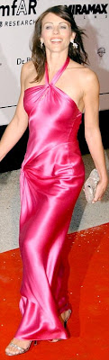 hot Liz Hurley Shows off Her cleavage In A Hot Pink Dress