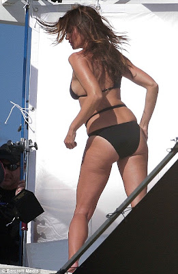 Cindy Crawford Flaunts Her killer Curves In a Black Bikini