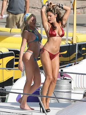 Kelly Brook Sizzles In Red Hot Bikini For New Movie Piranha 3-D