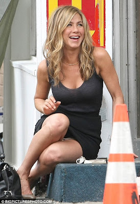 hot Jennifer Aniston Shows Off Her Legs In A Sexy Black Dress