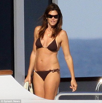 Cindy Crawford Sizzles In Sexy Bikini At St Tropez