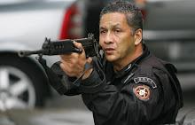 Policial do Bope durante operação na Vila Cruzeiro -16/04