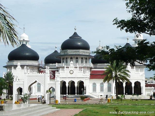http://4.bp.blogspot.com/_yVafqzhA-WM/TAnwMmp6OiI/AAAAAAAAADI/2FizgEXfE1Q/s1600/grand-mosque-mesjid-raya-baiturrahman-banda-aceh.jpg