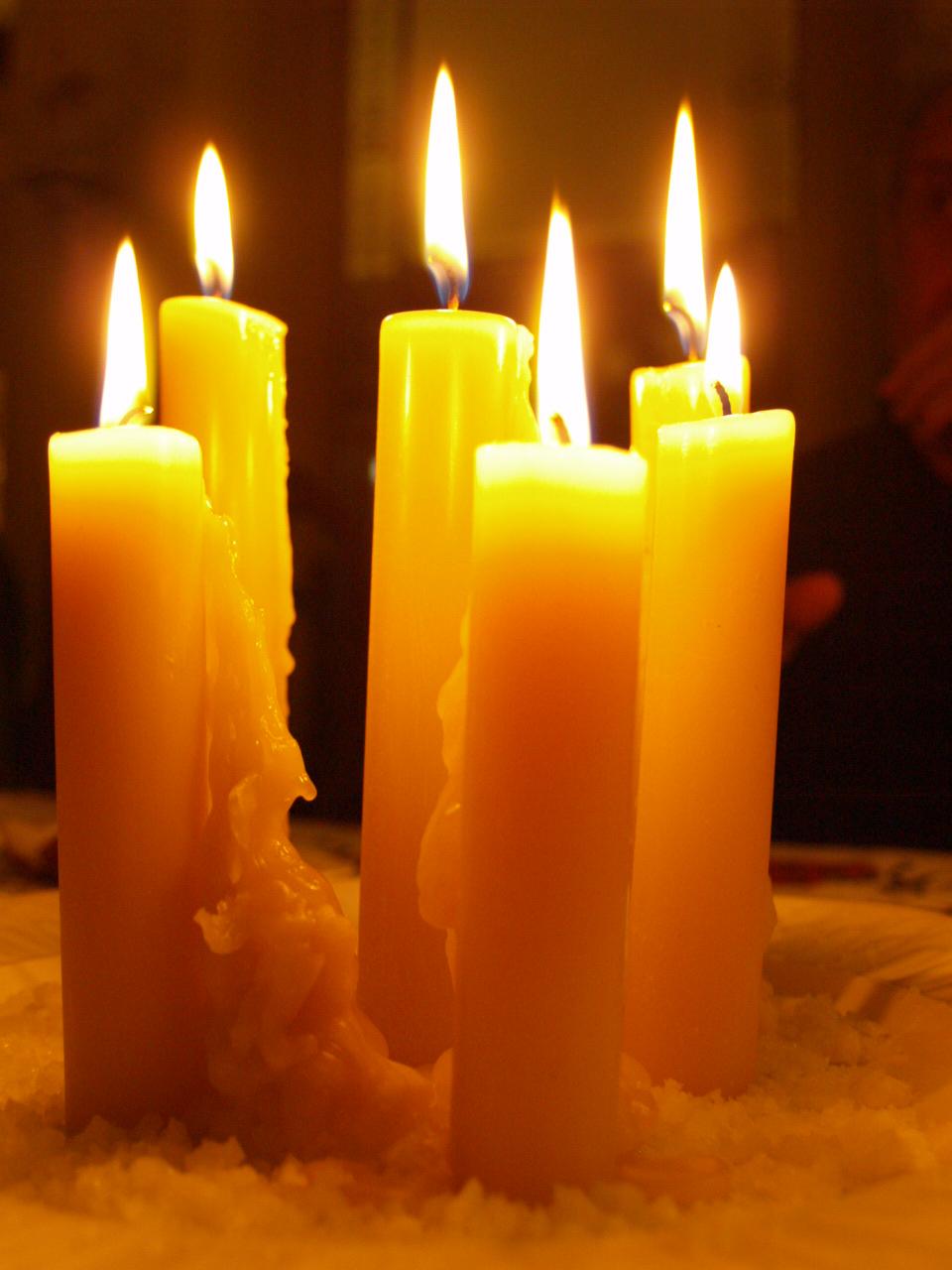 Consultores de estilo al calor y el olor de las velas - Velas de la suerte ...